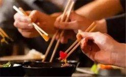 """多地餐饮推公筷公勺分餐制:一菜一夹,火锅应提供""""生料专用【重庆火锅底料厂哪家好】"""