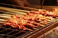 这么多人爱吃烧烤为什么你的门店没有客?你的品牌存在差异化么?