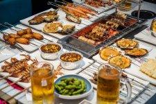 据美团点评数据,今年4月烧烤线上日均订单增长154.4%,其中100 元以上的客单占比92%【重庆火锅底料厂】