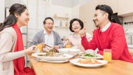 """""""就地过年""""带来餐饮消费新变化 线上销售额比去年同期增长135%"""